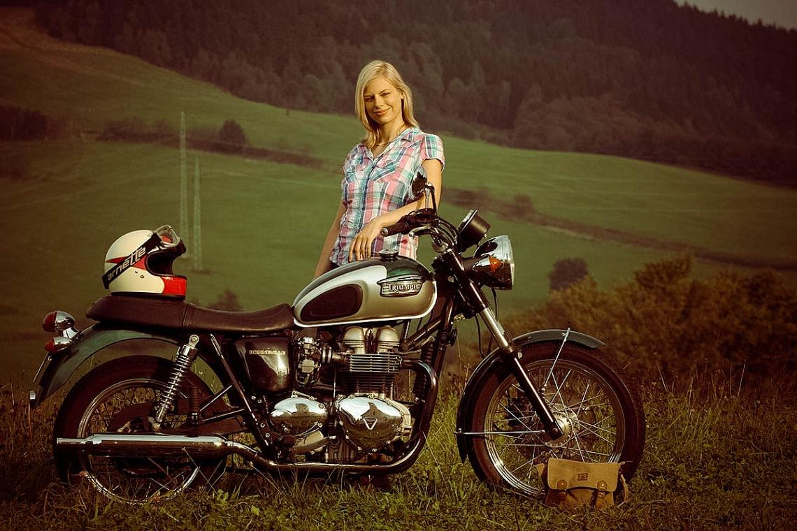 Veronika Triumph Bonneville (zdroj Petrol & Estrogen)