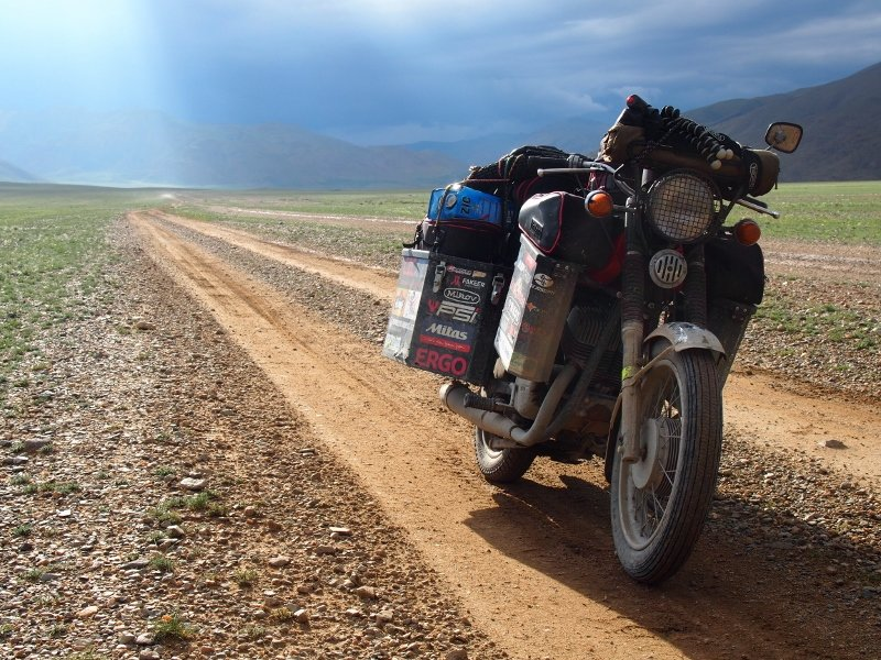 jawa_kolem_sveta_mongolsko2